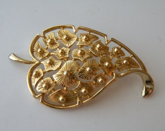 Monet gold plated leaf brooch, pin.
