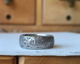 very old patterned silver band size 5
