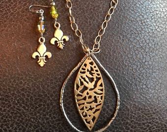 Oriental design large teardrop pendent and fleur de lis earrings