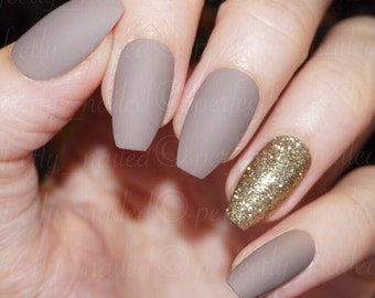 Dark Nude matte and gold glitter • Handpainted False Nails • Fake Nails • Press on Nails • Stick on Nails