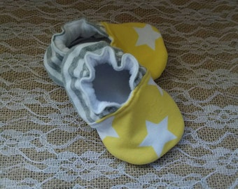 Handmade baby shoes, Soft sole shoes, baby booties, baby slippers--Yellow/White Stars