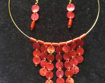 Chain linked shell snuglace~red shell link necklace~ocean inspired~linked~graduate fan necklace