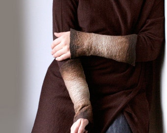2 Ombre Tan Brown Wrist Cuffs / Arm Warmers / Fingerless Gloves / Wrist warmers -  Hand felted wool