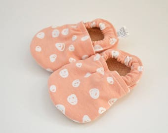 Organic baby shoes, baby girl moccasins, soft soled baby shoes, pink baby shoes, baby girl shoes, organic baby clothes, pink baby clothes
