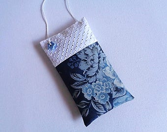 Lavender sachet pillow of door in white cotton and printed blue