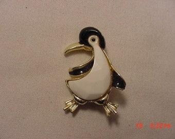 Vintage Penguin Brooch  16 - 863
