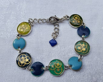 Steampunk bracelet and colored resin inclusion, watch gears and sequins, shades of Blues and Greens