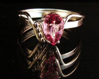 Zinged - Pink Topaz gemstone ring