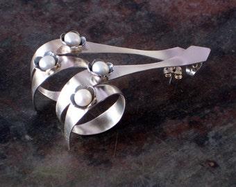 Silver Twist Earrings, Sterling Silver and White Pearls Long Drop Swirl Earrings, Lightweight Hipster Earrings for Women, Modern Jewelry