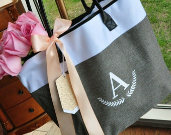 Bridesmaid Tote Personalized (Qty. 1).  Bridesmaid Zipper Bag. Monogram Tote Bag. GRTBlH