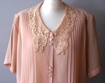 True Vintage Salmon Pink Lace Collar Blouse, Elegant Vintage Blouse, 1980s collar blouse, Unique blouse, Pale pink blouse, Peter Pan Collar