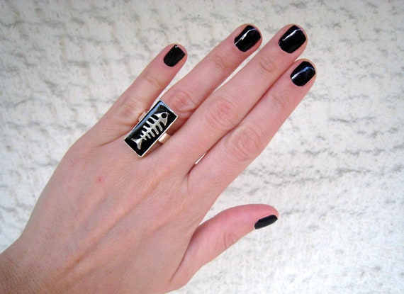 Fish ring, fishbone ring, black resin ring, modern minimalist, black ring, sea surf beach jewelry, nautical animal jewelry, teenager gift