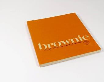 Brownie Girl Scout Handbook - 1963 - 60s Vintage Girl Scout