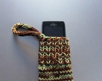 knit gadget cozy (brown/green/yellow)