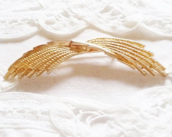 Vintage Brooch Gold Tone Wispy Bow-like Pin or Brooch