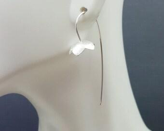 Silver Bell flower Earrings. Silver Flower earrings. Petal earrings. Flower hoops. Minimalist earrings. Nature Jewelry. Bluebell earrings