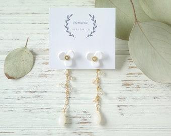 Vintage Beads Flower Earrings White - Polymer Clay Flower Earrings - Flower Earrings - Dangle Earrings -  Earrings - Botanical Earrings