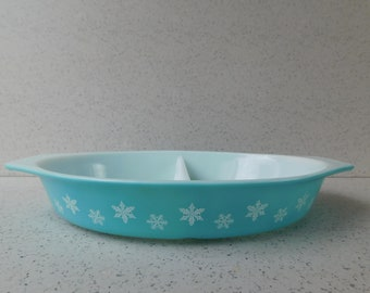 Pyrex Turquoise Snowflake Divided Oval Casserole, 1.5 Qt, White on Turquoise Blue, Casserole Dish