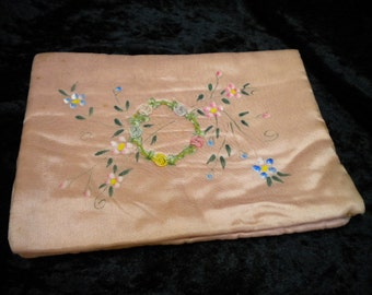 Hanky Folder Antique Peach with Ribbonwork circle Hanky Holder Hand Painted (FFs1236)