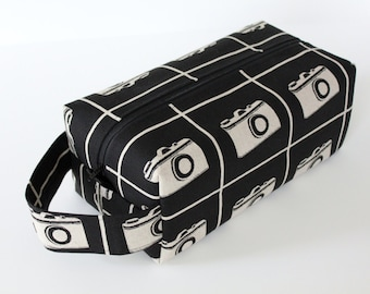 LARGE Sweater-sized Zippered Knitting Crochet Project Box Bag - Echino Retro Cameras with Houndstooth Lining