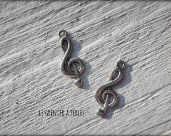 X 2 clef key charm