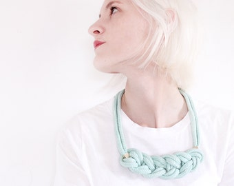 Mint Spring - Knotted necklace with beads