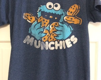 """Cookie Monster """"MUNCHIES!"""" T-shirt Size"""