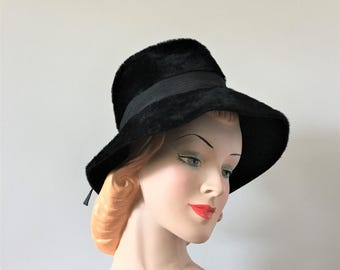 Ladies Wool Fedora, Vintage Black Fedora Hat, 1960s Mod Furry Hat, Gangster Hat, Slouchy Fedora, Wearable Vintage Hat, Empress Hat