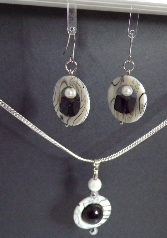 Black and White MOP Circles necklace and earring set