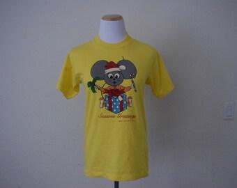 FREE usa SHIPPING Vintage 1980s T-shirt/ Season's Greetings/ cotton/ activewear/ size M