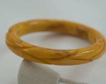 Vintage Mottled Pumpkin Carved Bakelite Bangle Bracelet  .....2216