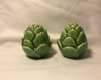 Vintage Artichoke Salt and Pepper Shaker Set