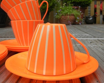 rare Stunning Plastic picnic set, four cups and saucers and plates, Orange and White stripes, retro WOW, rare! Camping, caravanning