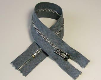 Zipper closure, winged, 21.5 cm, grey, not separable, 4 mm silver metal mesh.