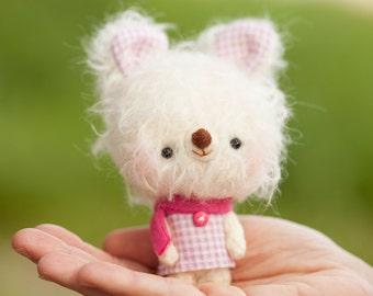 Bunny plushie / miniature amigurumi softie / blythe toy pet- made to order- Lina