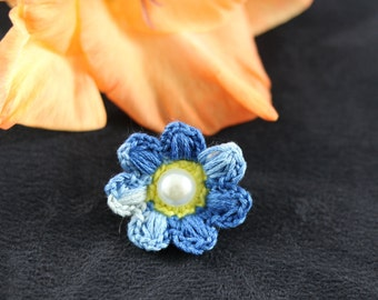 Hand crochet boy-men small flower lapel pin / boutonnier for graduation,wedding, baptism, party ready to ship