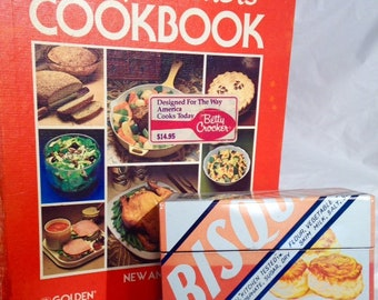 1980 Vintage Recipe Tin Box/Betty Crocker Bisquick Recipe Box with 50 Tested Recipes and Pictures/Homemade Biscuits