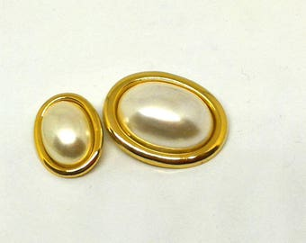 Jewel button with Chanel style pearl
