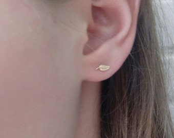 Gold Leaf Studs, Tiny Leaf Studs, Gold Leaf Earrings, Gold Leaf Earrings, Small Leaf Studs, Minimal Studs, Leaf Earrings, Botanical Jewelry
