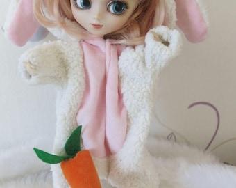kigurumi Pullip rabbit and his carrot