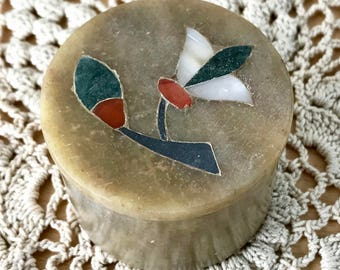 Small Stone Pot for Trinkets and Treasures with Pietra Dura Inlaid Mother of Pearl and Other Stones Round Jewellery Storage Gift Box (2