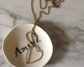 Necklace with luminescent chain and heart.