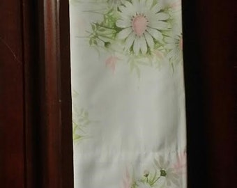 One  2 pc full size set of fresh pink and white daisy sheets.