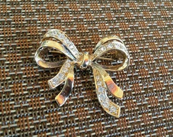 Vintage Double Bow Brooch - Marked FM 82 - Goldtone and Rhinestone Pin