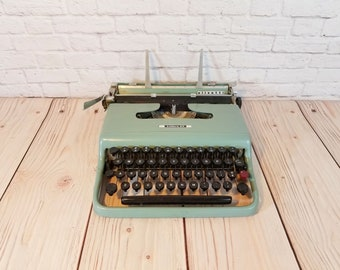 Vintage Working Olivetti Lettera 22 Typewriter Portable With Case