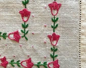 Adorable Vintage Linen Dresser Scarf or Table Runner Spring Tulips