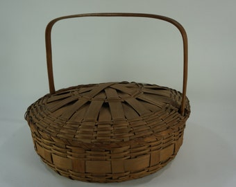 "Round Basket w/ Lid, Pie Basket, Old Vintage Woven Basket with Handle, Lid Attached to Handle, 14"" Diameter, Free Shipping"