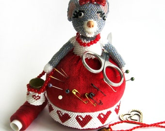 "Pattern / Tutorial Beaded Ornament - Master class for creating ""Needle bed Mouse seamstress"""