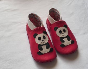 Soft booties with faux pink leather with panda motif