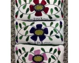 Primevère pelote laine Applique motif - par Lisa Bongean des rassemblements primitifs